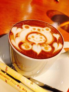 テーブルの上にコーヒーを一杯入れるの写真・画像素材[4579372]