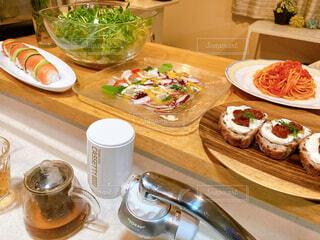 食べ物,食事,朝食,デザート,テーブル,果物,皿,健康的,食器,おいしい,菓子,調理器具,レシピ,ファストフード,スナック,大皿,ボウル,食器類,コーヒー カップ,磁器,ベジタリアンフード,受け皿,浄水器,トレビーノ