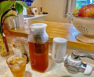 食べ物,花瓶,食器,カップ,紅茶,ドリンク,飲料,アイスティー,ソフトド リンク,浄水器,浄水,水出し紅茶
