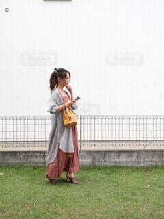 ポニーテール女子コーデの写真・画像素材[4643711]