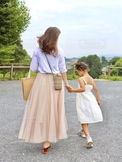 娘と一緒にお出かけコーデの写真・画像素材[4643710]