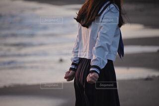 ビーチとセーラー服の女の子の写真・画像素材[4437839]