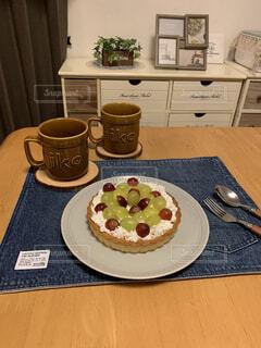 お気に入りのマグで紅茶と手作りスイーツをいただきましたの写真・画像素材[4438095]