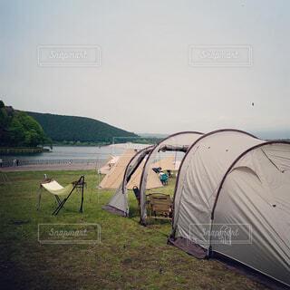 野原のテントの写真・画像素材[4438417]