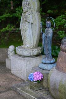 紫陽花とお地蔵様の写真・画像素材[4591616]