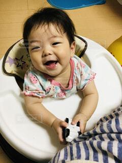 歩行器に乗ってご機嫌な赤ちゃんの写真・画像素材[4616799]