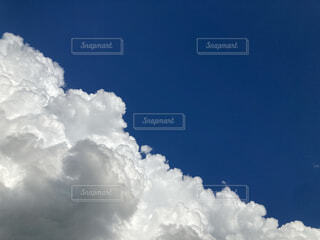 青空の雲の写真・画像素材[4677183]