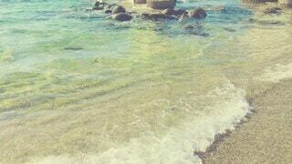 自然,海,屋外,ビーチ,砂浜,波打ち際,波,鳥居,水面,夏の海,夏の景色