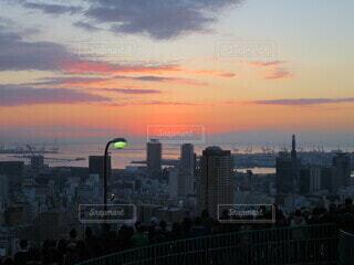 空,建物,屋外,太陽,雲,夕暮れ,タワー,都会,高層ビル