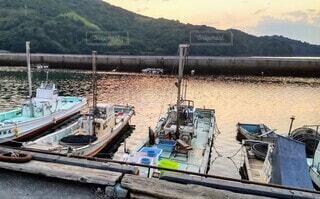 夕暮れの港の写真・画像素材[4464014]