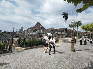 周りを歩いてる人々(ディズニー)の写真・画像素材[4454833]