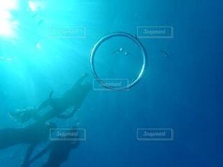 青い水のクローズアップの写真・画像素材[4899807]