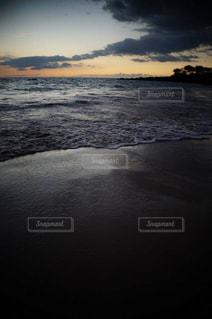 夕焼けの海の写真・画像素材[978115]