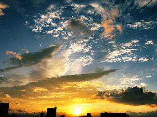 自然,風景,空,ビル,屋外,太陽,雲,夕暮れ,日の出
