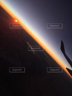 空,夜空,屋外,太陽,朝日,飛行機,夜明け,外,地平線,日の出,明るい,航空機,景観