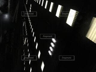 暗い,明るい,エレベーター