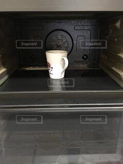 コーヒー,キッチン,屋内,コーヒーメーカー,マグカップ,食器,家電,オーブン,電化製品,電子レンジ,コーヒー カップ,家庭電化製品