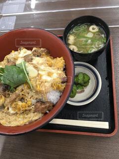 ドライブインの親子丼ランチセットの写真・画像素材[4554122]