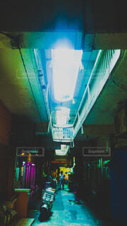 沖縄,ライト,影,光,市場,明かり,那覇,街中,路地裏,公設市場,印影,平和通り,アジア風,市場本通り,香港風,アジアの夜市風