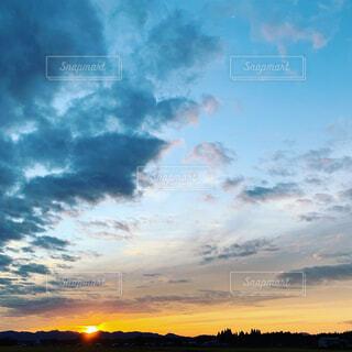 空,夕日,屋外,太陽,雲,夕暮れ,景色,そら,くも