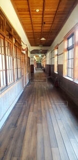 建物,屋内,木,窓,廊下,家,床,ドア,学校,旧校舎,ニス,床板,堅材,着色木材,ウッドフローリング
