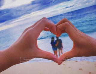 海,LOVE,綺麗,青,手,ハート,友達