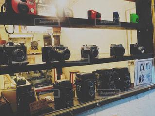 店に展示されている一連のアイテムの写真・画像素材[2465347]