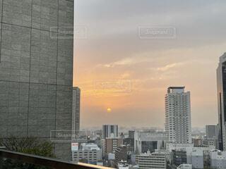 空,建物,屋外,雲,夕焼け,タワー,都会,高層ビル,屋上