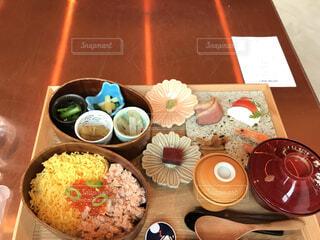 食べ物,食事,朝食,デザート,料理,木目,カプレーゼ,いくら,合鴨,わっぱ飯