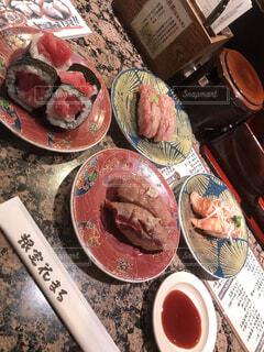食べ物,皿,寿司,すし,おいしい,鮪,サーモン,回転寿司,テキスト,まぐろ,花まる