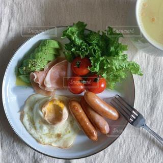 食べ物,朝食,テーブル,果物,トマト,野菜,皿,サラダ,健康,おいしい,食材,主食,成分