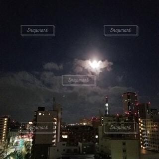 空,建物,夜,月,高層ビル,明るい