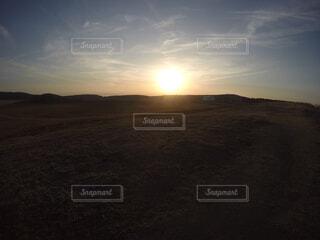 丘の上の夕日。の写真・画像素材[4470869]
