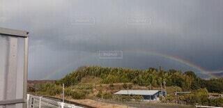 綺麗に虹を撮影の写真・画像素材[4503718]
