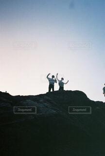 風景,空,屋外,太陽,山,丘,人物,人,ハイキング,フィルムカメラ