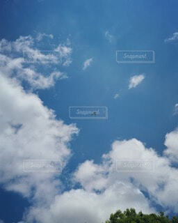 自然,空,屋外,雲,青,飛行機,青い空,飛ぶ,見上げる,リラックス,平和,くもり,綺麗な空,白い雲,高い,空高く