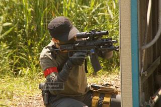 屋外,撮影,草,人物,人,兵士,銃,エアガン,ライフル,武器,銃器,散弾銃,エアソフトガン,引き金,機関銃,アサルトライフル,遠隔武器,銃身
