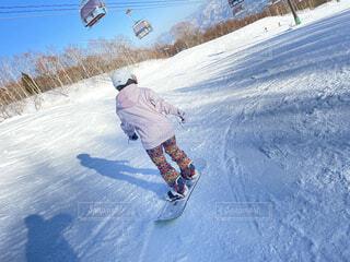 男性,自然,雪,屋外,丘,人物,人,スキー,ゲレンデ,スノーボード,斜面,ウインタースポーツ,スキーヤー,スポーツ用品,クロスカントリースキーヤー,スロープスタイル