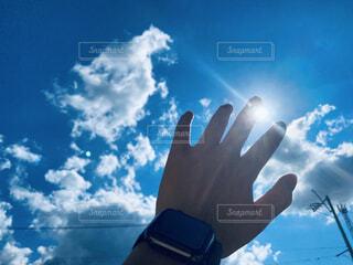 空,太陽,雲,青い空,手,光,日中