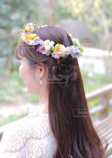 女性,ロングヘア,後ろ姿,人,花冠,ヘアアレンジ,花かんむり,長い髪,バックシャン,花編み,キレイな髪,美しい髪,花冠をした女性