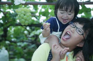 赤ん坊を抱える女性の写真・画像素材[780021]