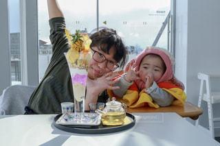パフェと姉妹の写真・画像素材[1021528]