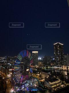 空,建物,夜,屋外,観覧車,花火,都市,高層ビル,明るい,みなとみらい