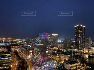 空,建物,夜,夜景,屋外,都市,タワー,都会,高層ビル,横浜,明るい,みなとみらい