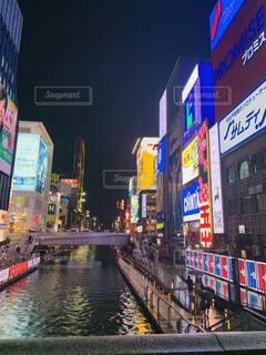 空,建物,夜,屋外,看板,都会,高層ビル,明るい,通り,テキスト