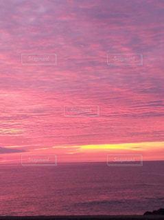 ピンク色の空の写真・画像素材[843841]
