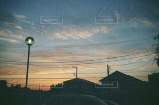 空,屋外,雲,夕暮れ,樹木,電線,明るい,フィルム,通り,交通,景観,フィルムカメラ,街路灯