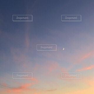 自然,空,屋外,雲,青,夕暮れ,オレンジ,月,三日月