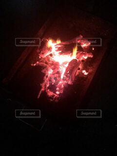 自然,夏,屋外,暗い,季節,標識,炎,暖炉,火,バーベキュー,焚き火,明るい,BBQ,思い出,熱,交通,点灯,エモい,残り火