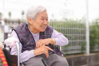 風景,背景,人物,人,癒し,笑顔,お年寄り,おばあちゃん,福祉,人間の顔,福祉施設